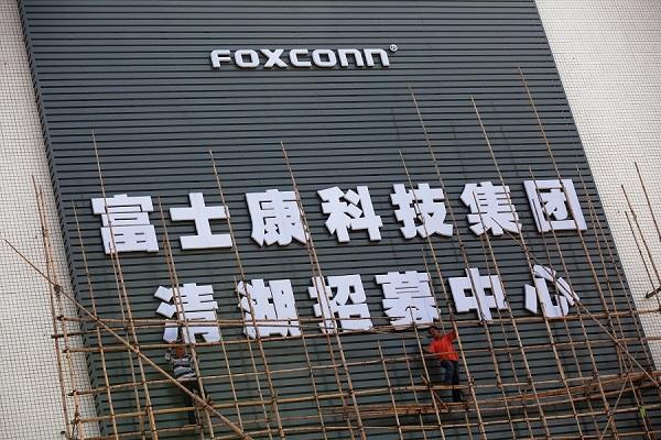 جایگزینی ۶۰ هزار کارمند چینی فاکس کان با ربات
