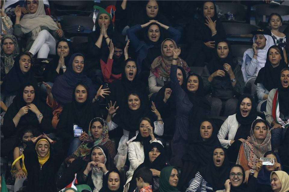 بانوان ایرانی شاهد دیدار ایران-ایتالیا(+گزارش تصویری)