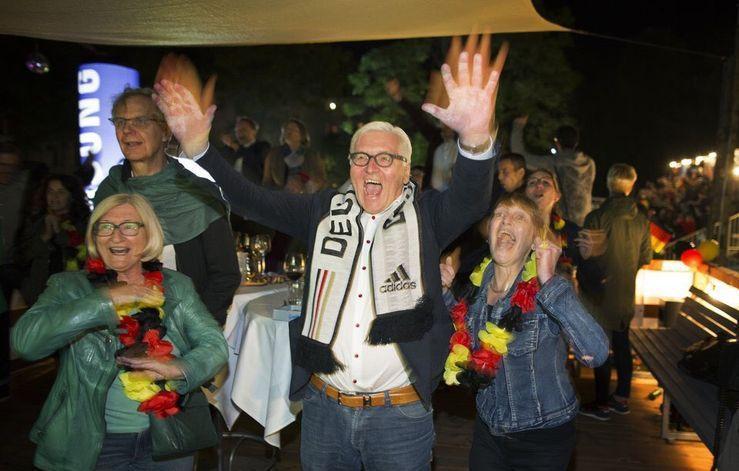 خوشحالی وزیرخارجه آلمان از پیروزی تیم فوتبال آلمان (+عکس)