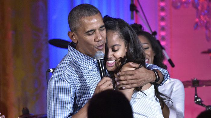 آوازخوانی اوباما در جشن تولد دخترش (+عکس)