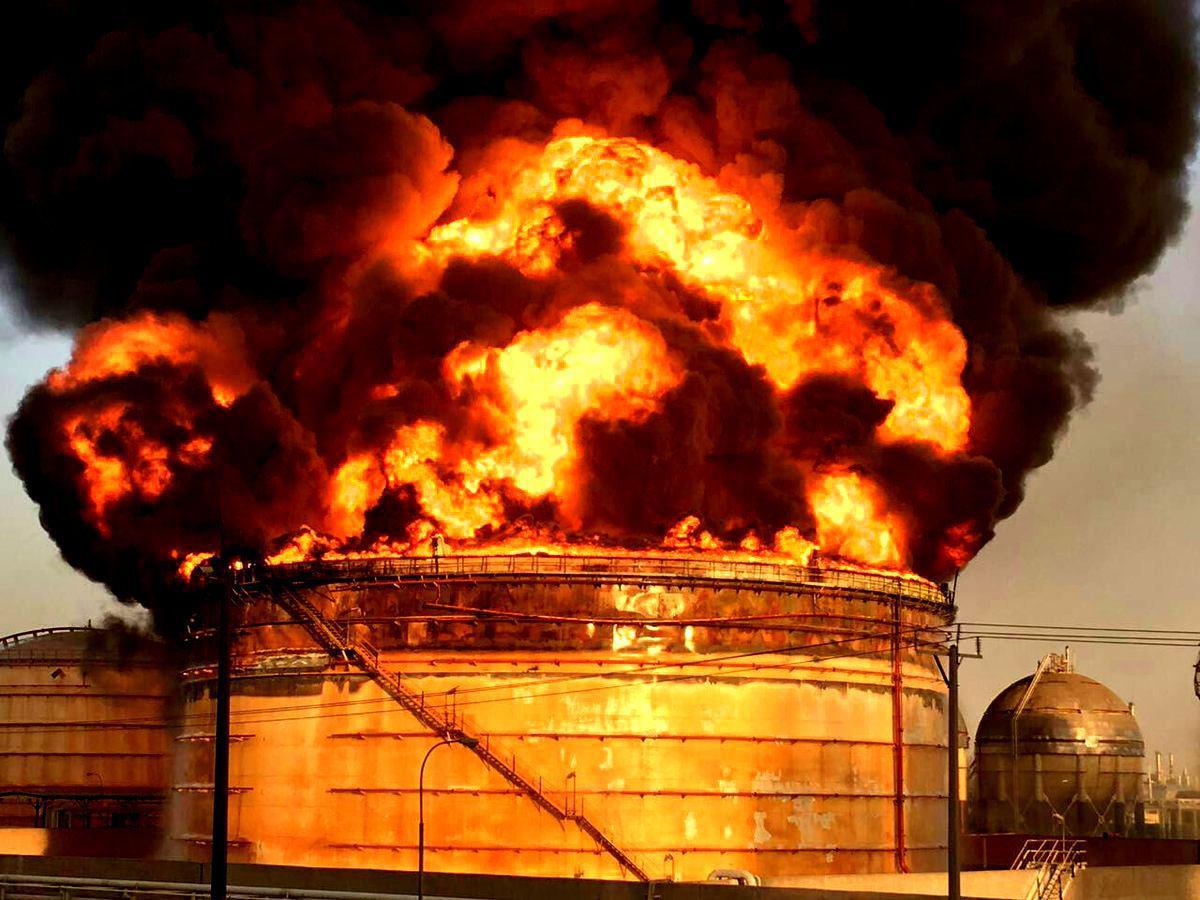 آتش سوزی دوباره در پتروشیمی ماهشهر (+فیلم و عکس) / تخلیه همه واحدهای مجاور/ بسته شدن جاده ها/ وزیر نفت به ماهشهر رفت