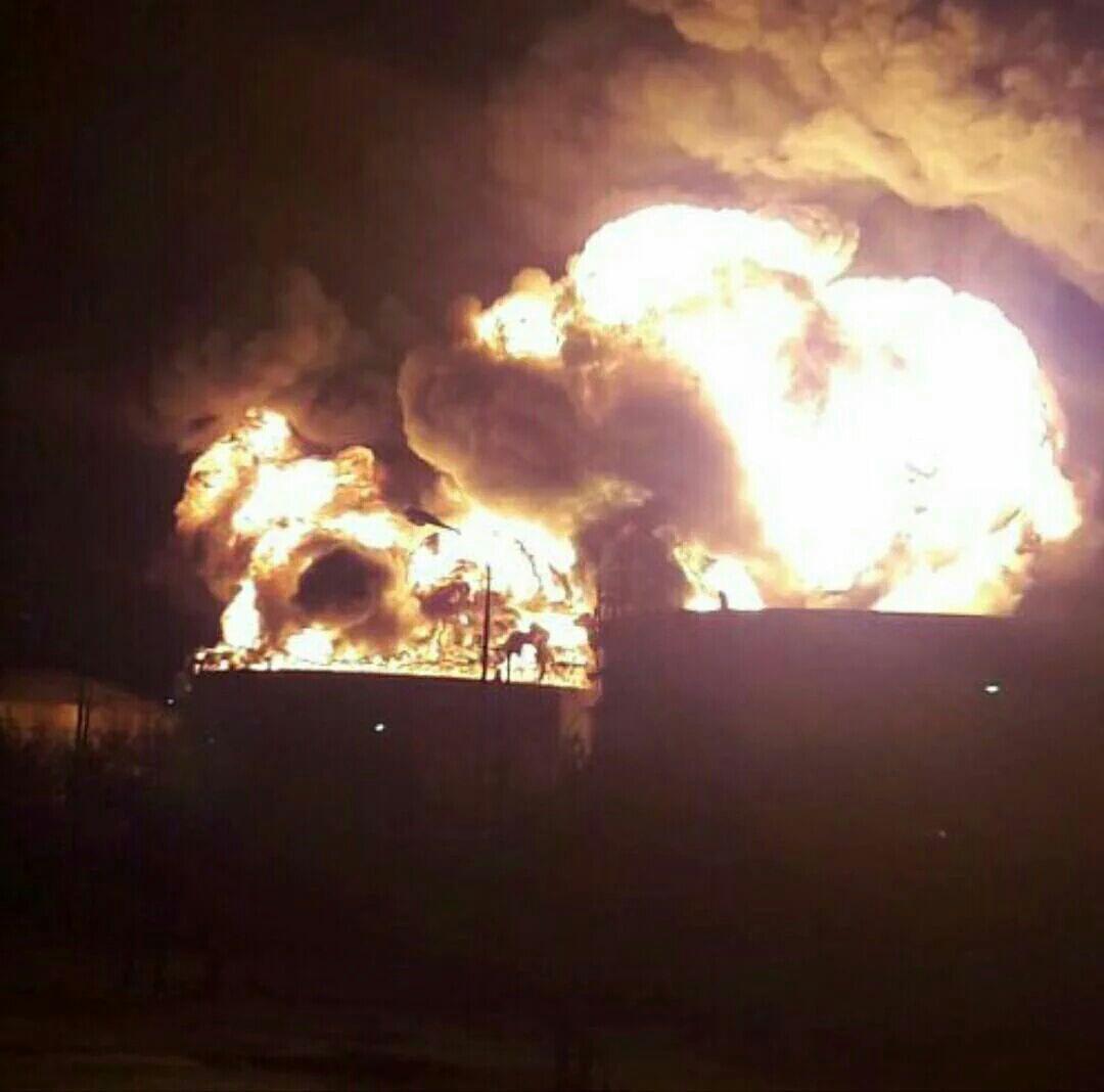 مخزن دوم پتروشیمی ماهشهر هم آتش گرفت (+فیلم و عکس) / تخلیه همه واحدهای مجاور/ بسته شدن جاده ها/ وزیر نفت به ماهشهر رفت