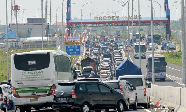 مرگ 12 نفر در اثر یک ترافیک قفل شده در اندونزی
