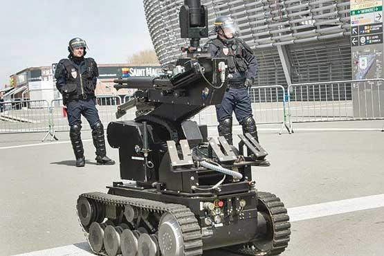 پلیسهای آهنی مجریان گوش به فرمان