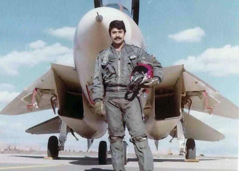 پرافتخارترین خلبان ایران در نبردهای هوایی (+عکس)
