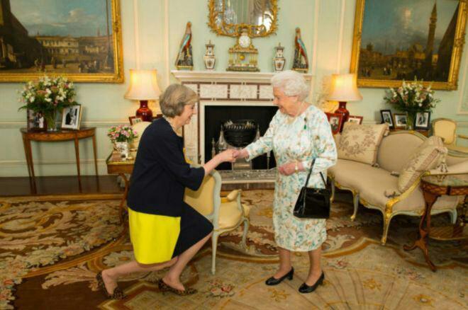 آغاز به کار نخست وزیر جدید بریتانیا بعد از دیدار با ملکه (+عکس)
