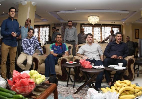جواد نکونام در خیریه امام رضا (ع) از فوتبال خداحافظی کرد(+عکس)