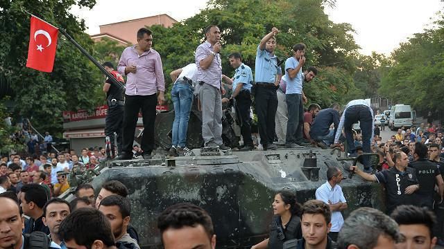 کودتای ترکیه در آستانه شکست/ سخنرانی اردوغان در استانبول / 60 کشته در کودتا