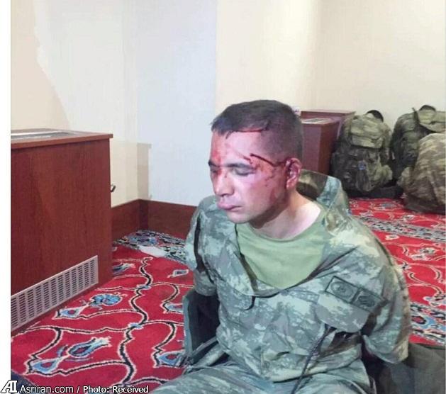 نگهداری کودتاچیان دستگیر شده در مسجد (عکس)