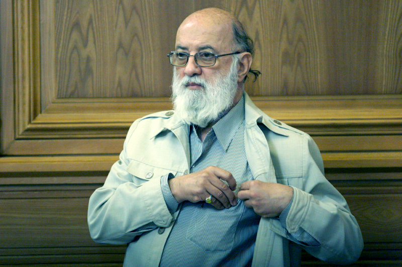 آقای چمران! حقوق تان را به پدرتان نگویید ولی حق مخفی کاری در برابر مردم ندارید