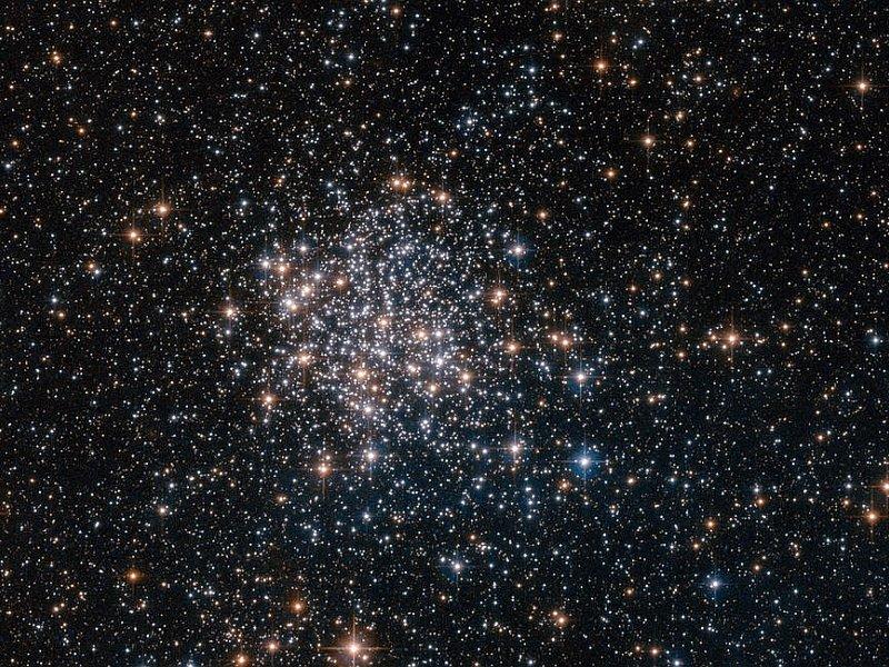 تصویر خیرهکننده از یک خوشه ستارهای