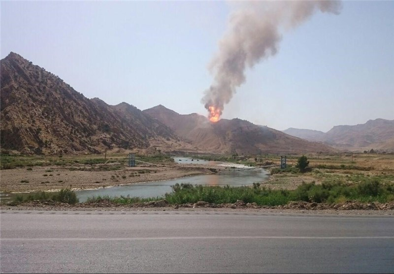 آتشسوزی در خط لوله پلی اتیلن در لرستان (+عکس)