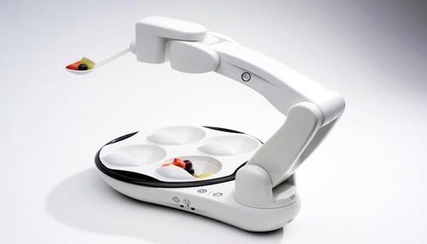 Obi؛ رباتی که می تواند به معلولان غذا بدهد