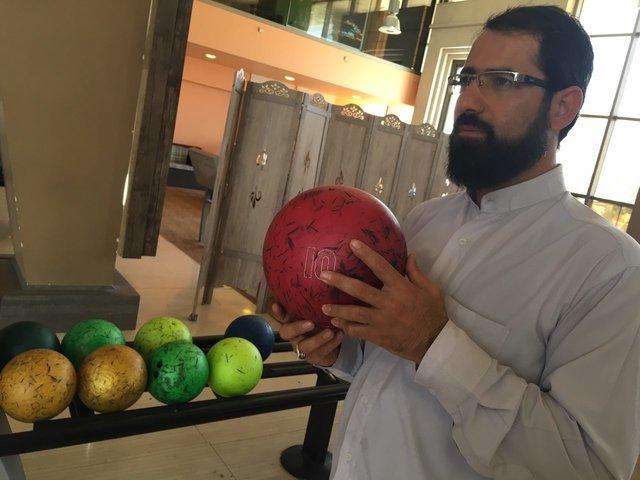 روحانی که بیلیاردباز است (+عکس)
