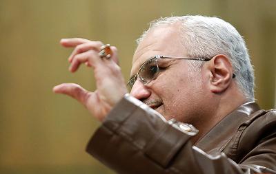 چهار نکته درباره بازداشت حسن عباسی