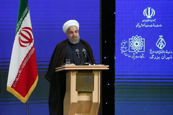 روحانی: هرکسی که صبح بیدار میشود نمیتواند قانون گذاری کند/ وزیر عقب نشینی نکند/ بیقانونی به نام دین بدتر است