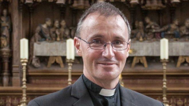 اسقف انگلیسی: همجنسگرا هستم