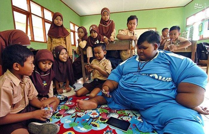چاق ترین پسر دنیا به مدرسه رفت (+عکس)