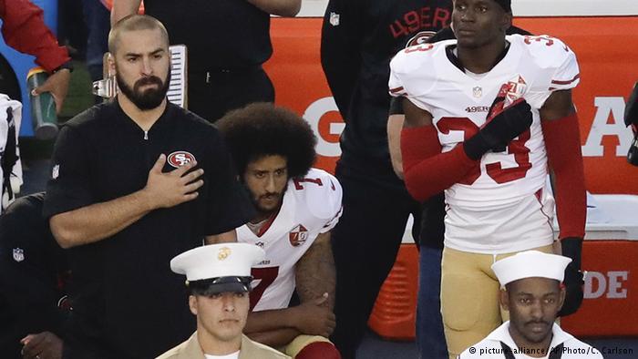 دفاع اوباما از ورزشکار آمریکایی که برای سرود ملی برنخواست / او حق اعتراض دارد