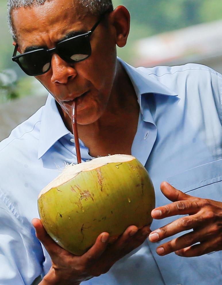 نارگیل خوری اوباما در لائوس (+عکس)