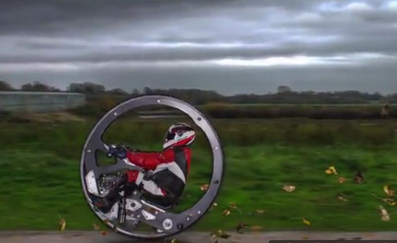 چرخ عجیبی که با 100 کیلومتر سرعت حرکت می کند (+فیلم)