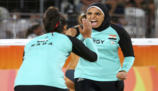 چرا لباس زنان والیبال ساحلی هلند جنجال برانگیزشد؟