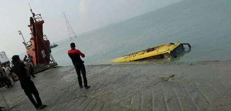 غرق شدن اتوبوس مسافری در ساحل قشم (+عکس)