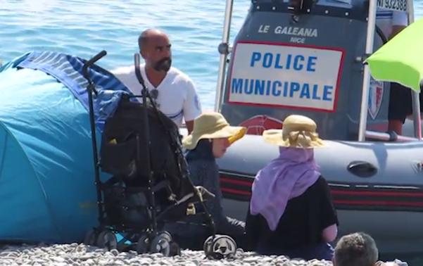 اخراج 2 زن از ساحلی در فرانسه به خاطر لباس شنا (+عکس)