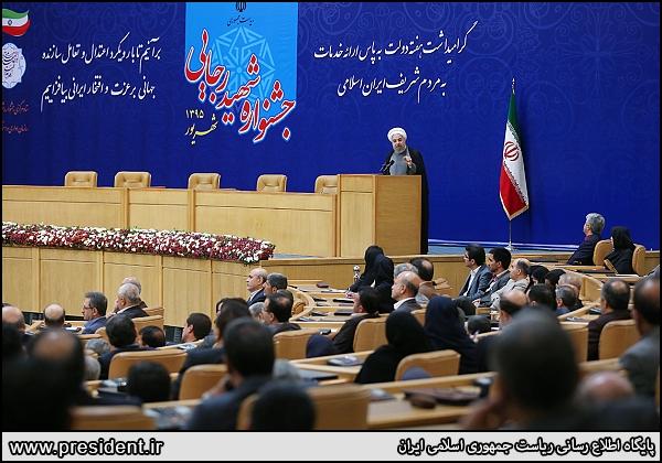 روحانی: با پول بیتالمال امید مردم را نشانه رفتهاند/ قبل از بگیر و ببند مبانی فساد را از بین ببرید