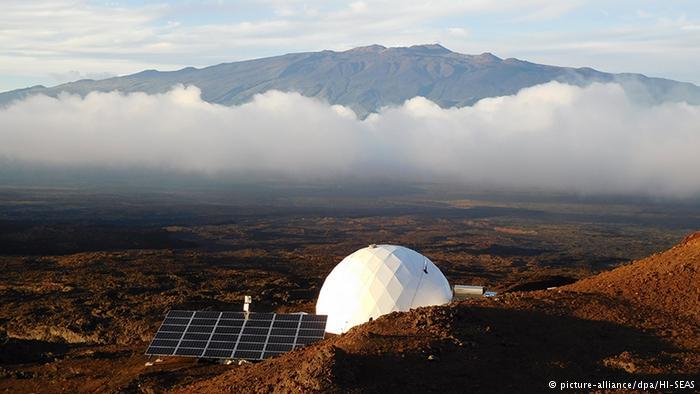 یک سال زندگی در جزیره ای شبیهسازیشده به کره مریخ (+عکس)