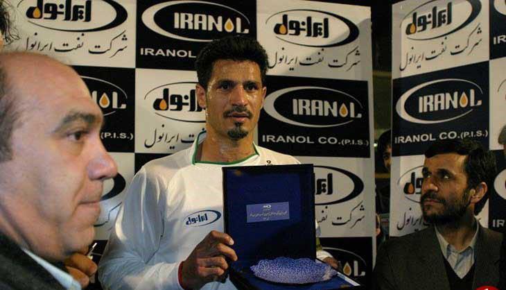 هدیه احمدی نژاد به علی دایی (+عکس)