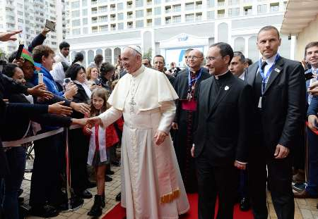 پاپ وارد جمهوری آذربایجان شد