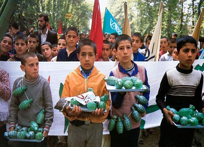 نوستالژی کودکان جنگ؛ تانک و قلک های عروسکی