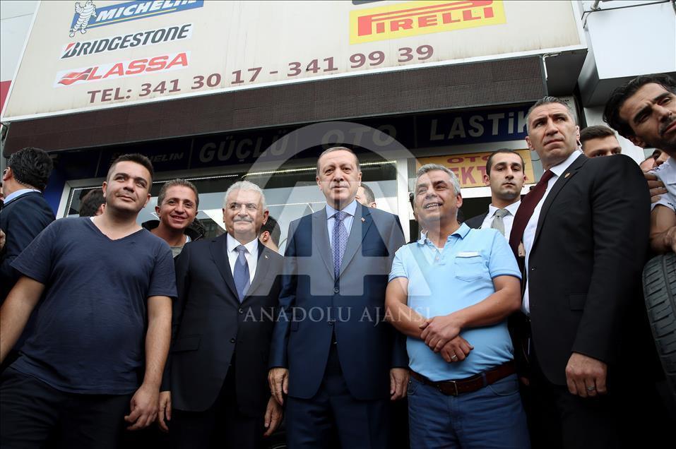 دیدار رئیس جمهور و نخست وزیر ترکیه با برخی کسبه آنکارا (+عکس)