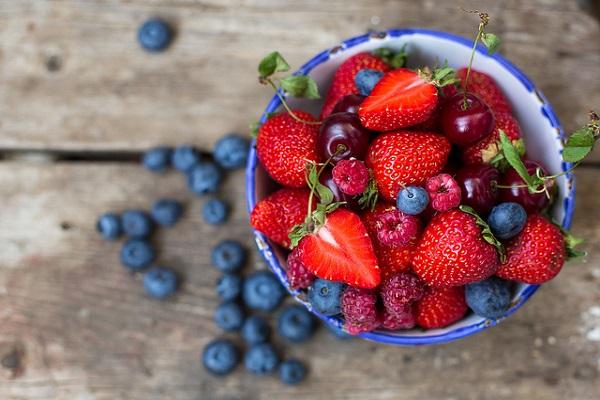 مواد غذایی که به رشد مغز فرزند شما کمک می کنند