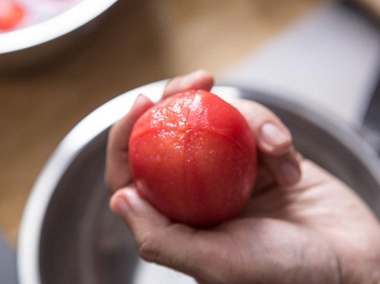 چگونه پوست گوجه فرنگی را بگیریم؟ (+عکس)