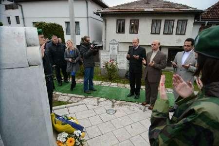 حضور سفیر ایران در مراسم یادبود رئیس جمهوری فقید بوسنی