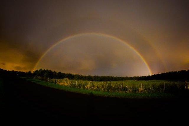 پدیده نادر و زیبای رنگینکمان قمری (+عکس)