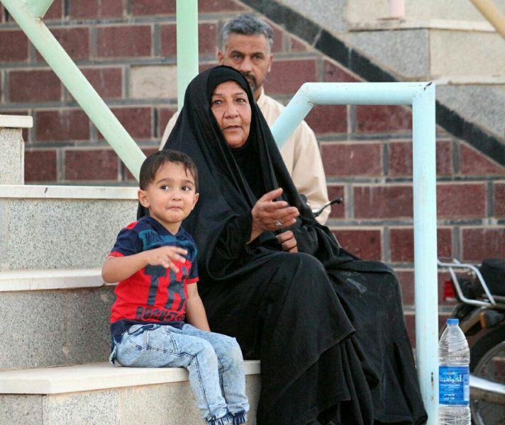 حضور یک مادر در ورزشگاه تختی اهواز (+عکس)
