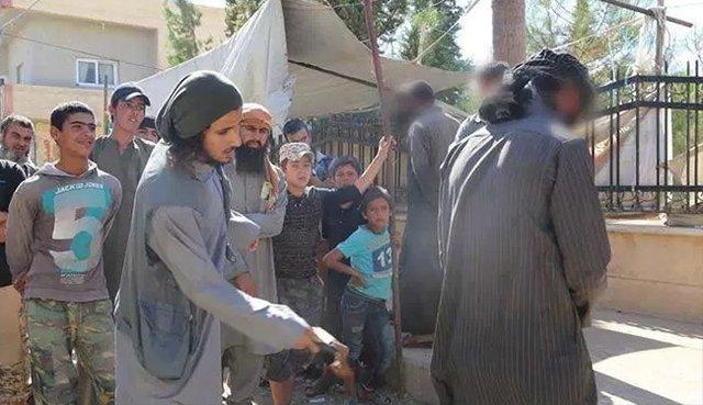 داعش سیگاری های سوریه را مجازات می کند