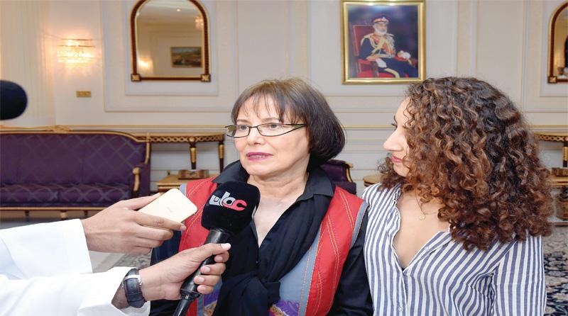 آزادی زن کانادایی بازداشتی در تهران با میانجیگری سلطان قابوس (+عکس)