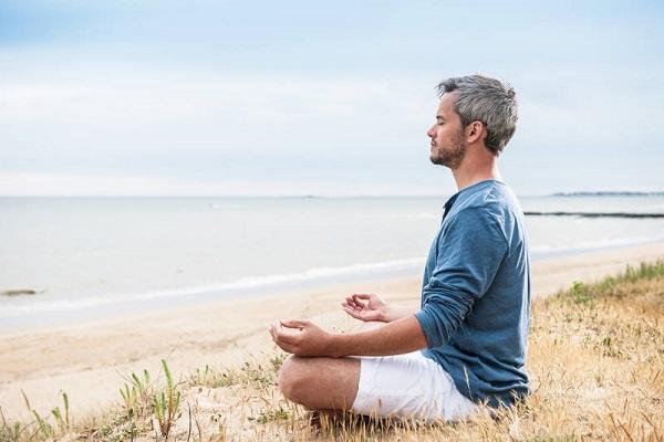 مدیتیشن یا سفر: کدام یک برای سلامت شما بهتر است؟