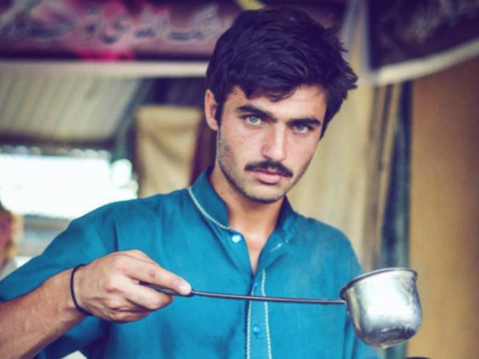 پاکستان؛ چشمان سبز تغییر زندگی یک فروشنده به دلیل چشمان سبز (+عکس)