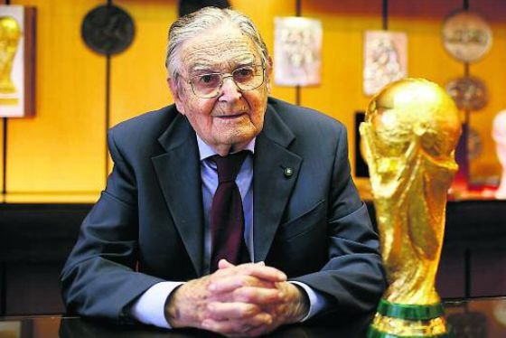 طراح کاپ جام جهانی فوتبال درگذشت