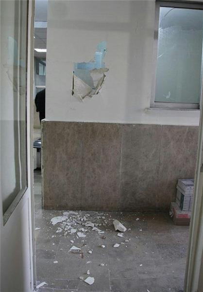 حمله شبانه به درمانگاه مسجدالقصی تهران پارس (+عکس)