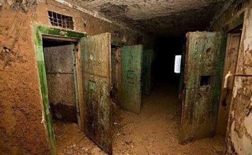 کشف وحشتناک ترین زندان زیر زمینی داعش (+عکس)