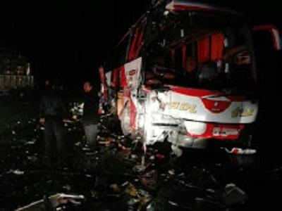 یک کشته و 10 زخمی در تصادف 2 اتوبوس در جاده سنندج – دیواندره (+عکس)