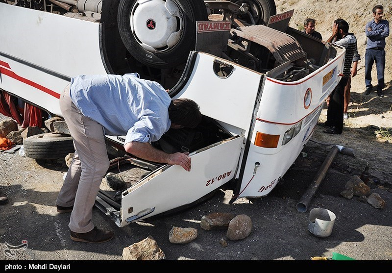 20 کشته و 20 زخمی در واژگونی اتوبوس در شمال فارس