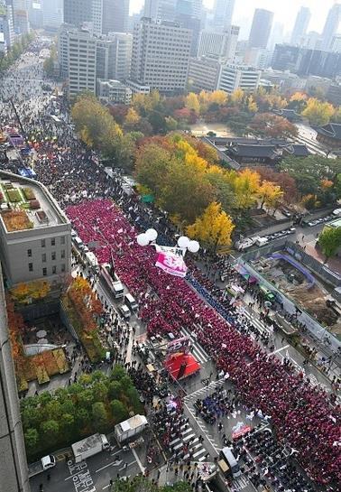 کره جنوبی: تجمع هزاران نفری برای استعفای خانم رئیس جمهور