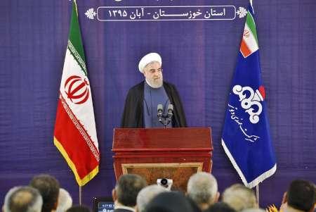 روحانی در جلسه افتتاح طرحهای نفتی در خوزستان: چهره منطقه نفتی باید «چهره رحمت» برای مردم باشد نه خشونت